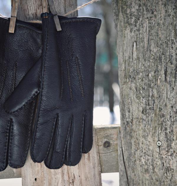 hanging-gloves-1-g-01